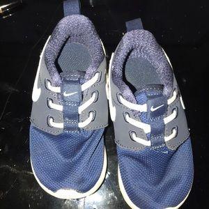 Like new navy blue Nike's